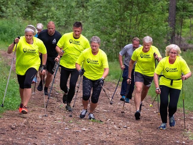Tore Gullen ute med deltakere på Camp Eggemoen